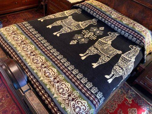 Llama blanket black